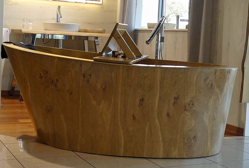 Our wooden bathtub - further views