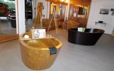 Unsere Holzbadmöbel kurzfristig im Showroom